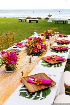 Vibrant Hawaii Beach Wedding Destination wedding idea – outdoor, tropical wedding reception – rectangle tables with leaf place mats, wooden plates and hot pink napkins {MeewMeew Studios} - Boho Wedding Tropical Wedding Reception, Hawaii Wedding, Wedding Beach, Trendy Wedding, Perfect Wedding, Tropical Wedding Centerpieces, Tropical Weddings, Hawaiian Centerpieces, Wedding Hair
