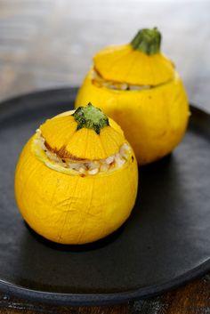 Courgettes jaunes farcies au riz et au thon (tomates cerise, oignon)