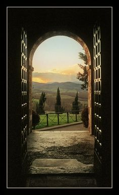 Portal, La Toscana, Italia / by Laszlo Baranyai The Places Youll Go, Places To See, Under The Tuscan Sun, Tuscany Italy, Italy Italy, Belle Photo, Dream Vacations, Italy Travel, Places To Travel