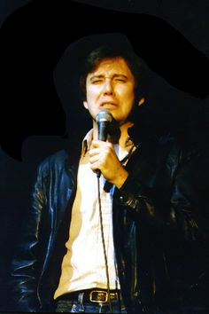 Bill Hicks by baldheretic performing at Rockefeller Hall in 1985 as an opener for Warren Zevon. CLASSIC!