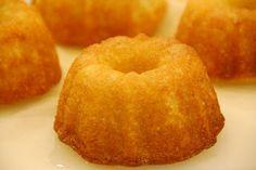 http://the350degreeoven.blogspot.com/2010/04/rustic-lemon-cake.html RUSTIC LEMON CAKE