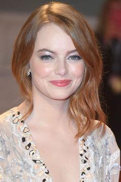 Emma Stone Hair, Actress Emma Stone, Emma Roberts, Woman Crush, Hollywood Stars, Hollywood Actresses, Beautiful Actresses, Red Hair, Celebrity Style