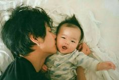 Cute Asian Babies, Korean Babies, Asian Kids, Cute Babies, Bts Taehyung, Kim Taehyung Funny, Foto Jungkook, Father And Baby, Dad Baby
