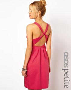 Vestido con espalda cruzada exclusivo de ASOS PETITE 32,83 €AHORA 22,98 €
