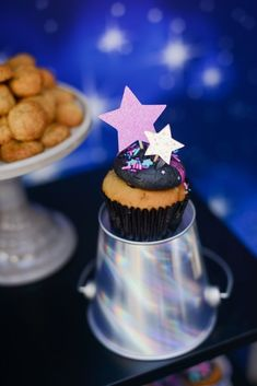 "Kara's Party Ideas Galactic ""Out of this World"" Birthday Party Birthday Table, Birthday Bash, Birthday Parties, Birthday Ideas, Space Cupcakes, Easy Games For Kids, Party Themes, Party Ideas, Party Checklist"