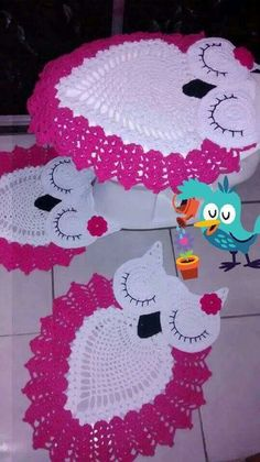 No pattern just found it on someone's board! Had to save. May try later without a pattern. Owl Crochet Patterns, Crochet Owls, Owl Patterns, Crochet Cross, Crochet Designs, Crochet Doilies, Knit Crochet, Crochet Kitchen, Crochet Home