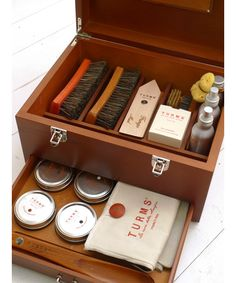 turms shoeshine kit  Got to have one like this one