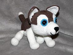 Einen süßen Husky mit lieben blauen Augen brauchst Du auch. Super als Schlittenhund + zum Kuscheln + Spielen. Häkle jetzt los, damit Du schnell fertig bist.
