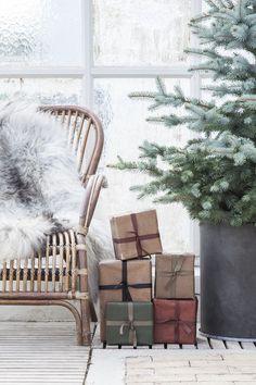 Photo credits via Granit Woodland Christmas, Nordic Christmas, Noel Christmas, Winter Christmas, Christmas Feeling, All Things Christmas, Christmas Trends, Christmas Inspiration, Scandinavian Holidays