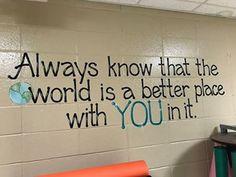 The inspirational quotes on the wall of this Alabama school are giving us all the feels Die inspirierenden Zitate an der Wand dieser Schule in Alabama geben uns alle Gefühle Classroom Walls, School Classroom, Classroom Wall Quotes, Classroom Decor, Science Classroom, Inspirational Classroom Quotes, Inspirational Quotes For Children, School Bathroom, School Murals
