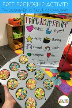 friendship treat activity to promote a kind classroom! Perfect activity for the first day of school! Ideal for preschool, kindergarten, first grade, and special education classrooms. Free recipe for a fun, hands-on social skills lesson. Preschool Social Skills, Social Emotional Activities, Emotions Activities, Social Skills Lessons, Friend Activities, Kindness Activities, Preschool Lessons, Kindergarten Activities, Preschool Cooking Activities