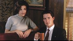 Agent Dale Cooper & Audrey Horne - Twin Peaks [I can't believe I actually watched all episodes of this weird series. Twin Peaks Actors, Twin Peaks 1990, Laura Palmer, Twin Peaks Fashion, Shows Coming To Netflix, Sherilyn Fenn, Audrey Horne, Kyle Maclachlan, Flirt