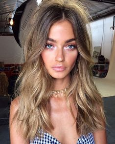 38 Best Balayage Hair Color Ideas for 2019 - Style My Hairs Brown Blonde Hair, Brunette Hair, Brunette Highlights, Fall Highlights, Blonde Honey, Brunette Color, Black Hair, Ombre Hair, Balayage Hair