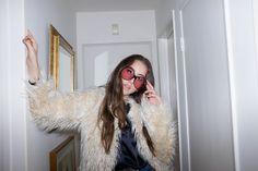 Alana Haim for FLAUNT magazine (photo by Brad Elterman) Haim Style, 70s Fashion, Vintage Fashion, Grunge, Women In Music, Wild Style, Girl Power, Style Icons, Cool Girl