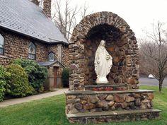 Virgen Grotto Design, Marian Garden, Prayer Corner, Prayer Garden, Home Altar, Spanish House, Ponds Backyard, Chapelle, Pool Designs