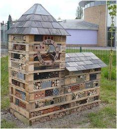 This Bug Hotel is a fantastic centerpiece in a wildlife garden . - This Bug Hotel is a fantastic centerpiece in a wildlife garden - Garden Crafts, Diy Garden Decor, Garden Projects, Garden Art, Bug Hotel, Garden Bugs, Potager Garden, Animal House, Land Scape