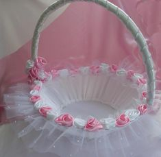 DIY Baby Shower Gift Basket Ideas for Girls – Baby Shower Ideas for Girls – Grandcrafter – DIY Christmas Ideas ♥ Homes Decoration Ideas Wedding Gift Baskets, Wedding Gift Wrapping, Baby Shower Gift Basket, Baby Shower Gifts, Decoration Evenementielle, Engagement Decorations, Flower Girl Basket, Wedding Crafts, Diy Baby