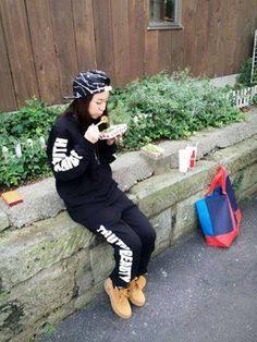 "DARA:""Why I came to Japan reason Harajuku takoyaki>. 2ne1 Dara, Cl 2ne1, Sandara Park Fashion, South Korean Girls, Korean Girl Groups, Airport Style, Airport Fashion, Easy Wear, Fashion Books"