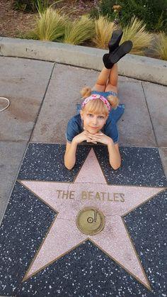 Grace VanderWaal in front of The Beatles star. Grace Vanderwaal, Billboard Women In Music, Armadura Cosplay, Dancing In The Moonlight, Music Sing, Disney Music, Por Tv, Star Girl, We Fall In Love