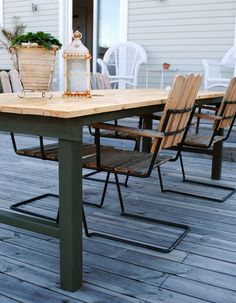 Att bygga ett stabilt trädgårdsbord – DIY | Livet på solsidan Outdoor Dining, Outdoor Tables, Dining Table, Outdoor Decor, Porch And Balcony, Garden Table, Garden Inspiration, Landscape Design, Diy Projects