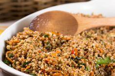 Гречка в азиатском стиле - пошаговый рецепт с фото: Гречка, обжаренная в воке с… крупа гречневая (отварная)  500 г морковь  3 шт. имбирь  15 г чеснок  10 г лук красный  1 шт. чили  5 г кунжут (белый и черный)  по 2 ст.л. лук зеленый  30 г петрушка  10 г кинза  10 г ростки фасоли  10 г соевый соус  по вкусу