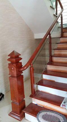 Cầu thang gỗ kính trụ vuông md001 với nhiều ưu điểm sẽ là giải pháp nội thất đáng cân nhắc nhất năm 2017 mà nhiều khách hàng đã sử dụng