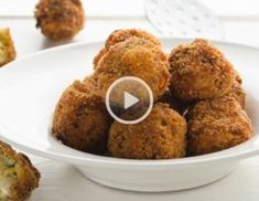 Video - Zucchini-Feta-Bällchen Zucchini Sticks, Brie, Muffin, Food And Drink, Snacks, Breakfast, Recipes, Finger Food Recipes, Muffins