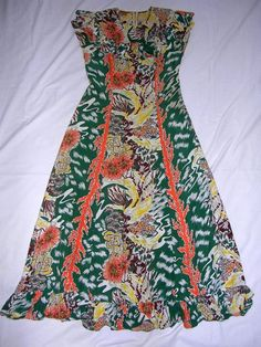 Vintage 1940's McInery's Rayon Hawaiian RARE Vertical Print Holomu'u Dress