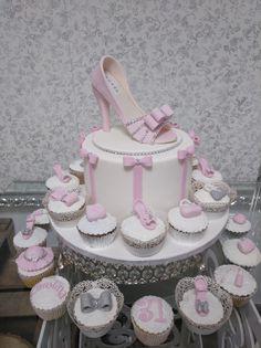Tarta de cumpleaños en Palma de Mallorca Cupcakes, Design, Birthday Cake, Candy Table, Palms, Majorca, Cup Cakes, Cupcake, Cupcake Cakes