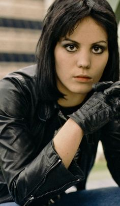 Joan Jett (70's blog).. yanno, she reminds me of Katy Perry, except for the eye color