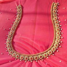 bridal jewelry for the radiant bride Simple Blouse Designs, Silk Saree Blouse Designs, Bridal Blouse Designs, Blouse Neck Designs, Blouse Patterns, Blouse Styles, Hand Work Design, Maggam Work Designs, Sari Design