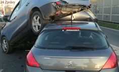 Na Štěrboholské spojce najela auta na sebe, blokovala provoz