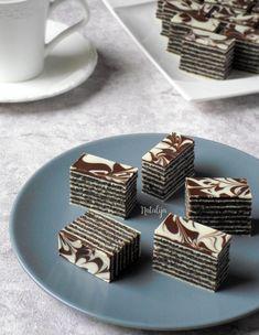 Rozen kolač sa makom i čokoladom - Mystic Cakes Baking Recipes, Cookie Recipes, Dessert Recipes, Croation Recipes, Torta Recipe, German Desserts, Kolaci I Torte, Serbian Recipes, Torte Cake