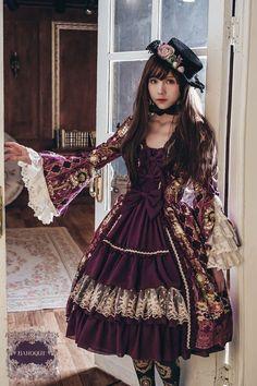 vestido de Mikaela para las fiestas elegantes de Madame