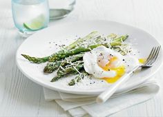 James Duigan 'Clean Lean Diet Cookbook: Hugh Grant's Poached Eggs with Asparagus and Parmesan