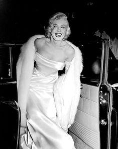 Old Hollywood Marilyn Monroe - Hollywood Fashion, Old Hollywood Glamour, Hollywood Walk Of Fame, Vintage Hollywood, Hollywood Actresses, Classic Hollywood, Hollywood Wedding, Hollywood Waves, Hollywood Hair
