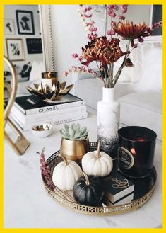 The perfect moody coffee table styling for and on into November! by Anum Tariq The post The perfect moody coffee table styling for and on into November! appeared first on Dekoration. Coffee Table Styling, Decorating Coffee Tables, Centerpieces For Coffee Table, Coffee Table Tray Decor, Coffee Table Arrangements, Tray Styling, Vase Arrangements, Table Lamps, Easy Home Decor