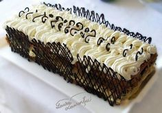 Tort cu stafide si rom imbracat in frisca. Romanian Food, Romanian Recipes, Russian Desserts, More Cupcakes, Malaga, Holidays And Events, Cake Pops, Delicious Desserts, Cheesecake