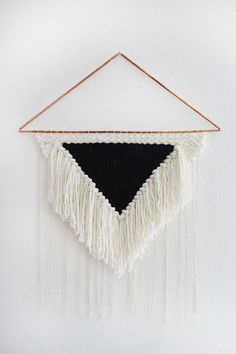 Making your own DIY yarn wall decor is a super easy and inexpensive way to create boho wall decor for your boho chic bedroom. Diy And Crafts, Arts And Crafts, Do It Yourself Inspiration, Woven Wall Hanging, Loom Weaving, Weaving Art, Diy Wall, Wall Decor, Room Decor