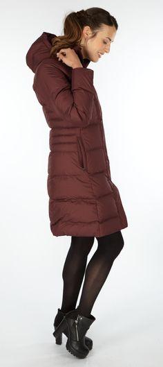 Löytyy täältä http://www.frankandfaith.com/products/patagonia/patagonia-womens-down-with-it-parka---dark-ruby/