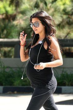 acb86d1644a7 Kourtney Kardashian -  kardashian  Kourtney Stylish Maternity