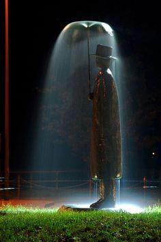 """El hombre de la lluvia"", por Jean-Michel Folon, Italia. Foto: Fulvio Petri."
