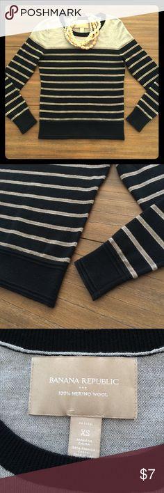 Banana Republic merino sweater Petite XS💕 Necklace is not included. Good condition. 💕 Banana Republic Sweaters Crew & Scoop Necks