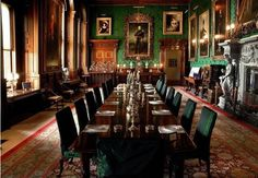 Alnwick Castle Dining Room - Alnwick Castle is a castle & stately home in the En. - Alnwick Castle Dining Room – Alnwick Castle is a castle & stately home in the English county of N - Alnwick Castle, Vampiro Real, Beautiful Interiors, Beautiful Homes, Casa Targaryen, State Room, English Castles, Slytherin Aesthetic, Marquise