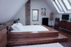 Stunning-Attic-Bedroom-Design-Ideas-with-Charming-Wood-Sunken-Bed.jpg (600×397)