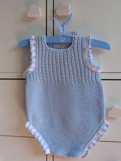Teníamos muchas ganas de enseñaros esta ranita, porque es sin duda, junto con este modelo (en azul y en gris), de nuestrosfavoritos. Es súper pequeñito, para ponérselo a un bebé de primera puesta....