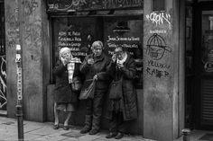 Encuentro en la corredera. #Madrid en blanco y negro http://on.fb.me/1ha0o5T #CallejeandoMadrid pic.twitter.com/gFCTqfyES5