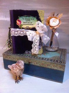 Alice In Wonderland theme Wedding Scrapbook par AsuitcaseOfmemories, £115.00