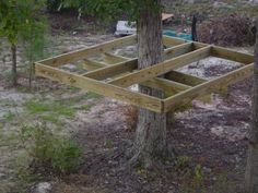 to make a simple treehouse. Hope Grandma can make this! My grandkids need a tree house.How to make a simple treehouse. Hope Grandma can make this! My grandkids need a tree house. Backyard Projects, Outdoor Projects, Backyard Ideas, Building A Treehouse, Treehouse Kids, Backyard Treehouse, Easy Diy Treehouse, Simple Tree House, Diy Tree House