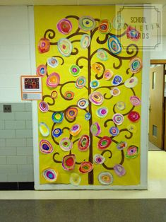 Celebrate Spring with a colorful flower tree made by your students! New Classroom, Classroom Design, Classroom Displays, Classroom Ideas, Guided Reading Lesson Plans, Art Bulletin Boards, Flower Tree, Circle Art, Lesson Plan Templates